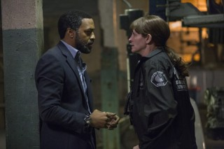 Chiwetel Ejiofor en Julia Roberts in Secret in Their Eyes