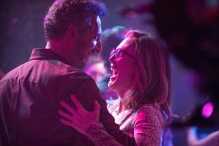 John Turturro en Julianne Moore in Gloria Bell