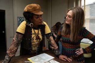 Lorraine Toussaint en Julianne Moore in The Glorias