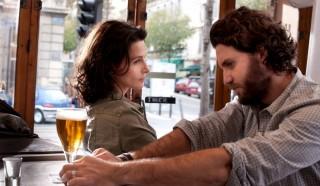 Juliette Binoche en Edgar Ramirez in À coeur ouvert