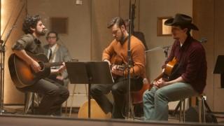 Oscar Isaac, Justin Timberlake en Adam Driver in Inside Llewyn Davis