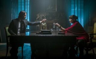 Keanu Reeves en Anjelica Huston in John Wick 3: Parabellum