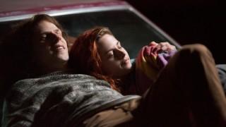 Jesse Eisenberg en Kristen Stewart in American Ultra