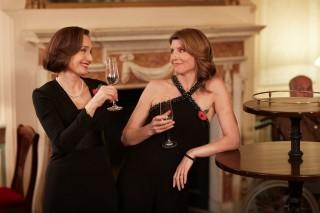 Kristin Scott Thomas en Sharon Horgan in The Singing Club