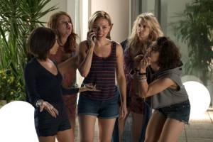 Ladies Night: Girls Night Out: Zoe Kravitz (Blair), Jillian Bell (Alice), Scarlett Johansson (Jess), Kate McKinnon (Pippa) en Ilana Glazer (Frankie)