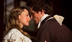 Les Misérables: Amanda Seyfried (Cosette) en Eddie Redmayne (Marius)