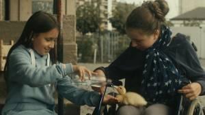Les oiseaux de passage: Clarisse Djuroski (Cathy) en Léa Warny (Margaux)