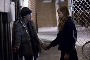 Let Me In: Chloë Grace Moretz (Abby) en Kodi Smit-McPhee (Owen)