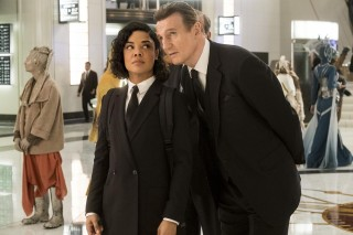 Tessa Thompson en Liam Neeson in Men in Black: International
