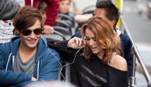 LOL: Laughing Out Loud: Douglas Booth (Kyle) en Miley Cyrus (Lola)