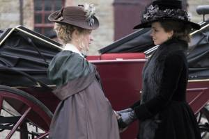 Love & Friendship: Chloë Sevigny (Alicia Johnson) en Kate Beckinsale (Lady Susan Vernon Martin)