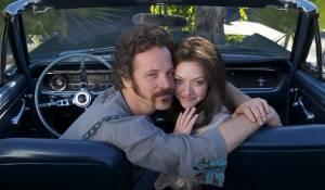 Lovelace: Peter Sarsgaard (Chuck Traynor) en Amanda Seyfried (Linda Lovelace)