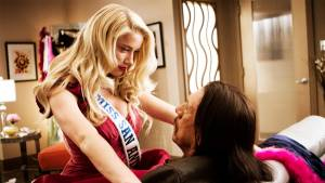 Amber Heard (Miss San Antonio) en Danny Trejo (Machete Cortez)