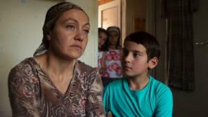 Macondo: Kheda Gazieva (Aminat) en Ramasan Minkailov (Ramasan)