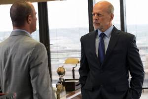 Marauders: Christopher Meloni (Agent Jonathan Montgomery) en Bruce Willis (Hubert)