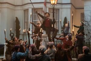 Mary Poppins Returns: Lin-Manuel Miranda (Jack), Emily Blunt (Mary Poppins), Pixie Davies (Anabel Banks), Nathanael Saleh (John Banks) en Joel Dawson (Georgie Banks)