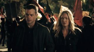 Matt Damon en Julia Stiles in Jason Bourne