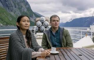 Hong Chau en Matt Damon in Downsizing