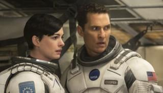 Anne Hathaway en Matthew McConaughey in Interstellar