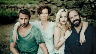 Matthias Schoenaerts, Tilda Swinton, Dakota Johnson en Ralph Fiennes in A Bigger Splash