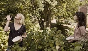 Melancholia: Kirsten Dunst (Justine) en Charlotte Gainsbourg (Claire)