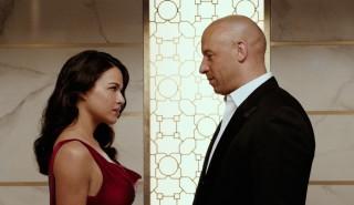 Michelle Rodriguez en Vin Diesel in Fast & Furious 7