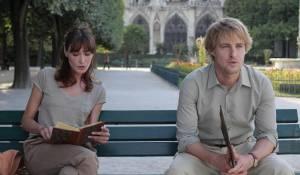 Midnight in Paris: Carla Bruni (Museum Guide) en Owen Wilson (Gil)
