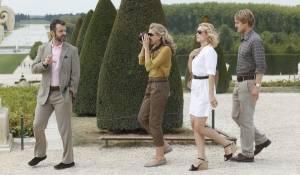 Midnight in Paris: Michael Sheen (Paul), Nina Arianda (Carol), Rachel McAdams (Inez) en Owen Wilson (Gil)