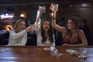 Kristen Bell, Kathryn Hahn en Mila Kunis in Bad Moms