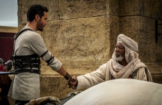 Jack Huston en Morgan Freeman in Ben-Hur