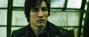 Robert Sheehan (Tom Natsworthy)