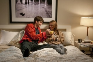 Ashton Kutcher en Natalie Portman in No Strings Attached