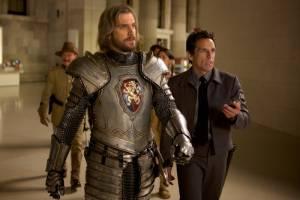 Night at the Museum: Secret of the Tomb: Dan Stevens (Sir Lancelot) en Ben Stiller (Larry Daley)