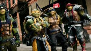 Jeremy Howard (Donatello), Noel Fisher (Michelangelo), Pete Ploszek (Leonardo) en Alan Ritchson (Raphael)