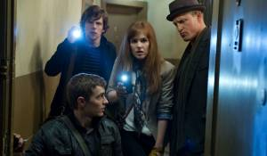 Jesse Eisenberg (Michael Atlas), Dave Franco (Jack), Isla Fisher (Henley) en Woody Harrelson (Merritt Osbourne)