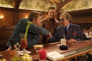 Brad Pitt (Cliff Booth), Leonardo DiCaprio (Rick Dalton) en Al Pacino (Marvin Schwarz)