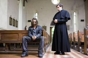 Ondine: Colin Farrell (Syracuse) en Stephen Rea (Priest)
