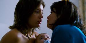 Orpheline: Adèle Exarchopoulos (Sandra) en Gemma Arterton (Tara)