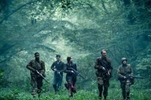 Overlord: Wyatt Russell, John Magaro, Dominic Applewhite, Jovan Adepo (Boyce) en Mathilde Ollivier