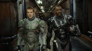 Pacific Rim: Charlie Hunnam (Raleigh Antrobus) en Idris Elba (Stacker Pentecost)