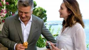 Paris Can Wait: Alec Baldwin (Michael) en Diane Lane (Anne)