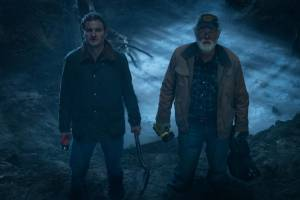 Pet Sematary: Jason Clarke (Louis Creed) en John Lithgow (Jud Crandall)