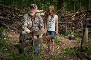Pet Sematary: John Lithgow (Jud Crandall) en Jeté Laurence (Ellie Creed)