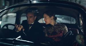Phantom Thread: Daniel Day-Lewis (Reynolds Woodcock) en Vicky Krieps (Alma)