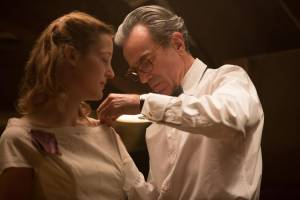 Phantom Thread: Vicky Krieps (Alma) en Daniel Day-Lewis (Reynolds Woodcock)