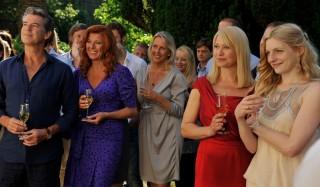 Pierce Brosnan en Trine Dyrholm in Den skaldede frisør
