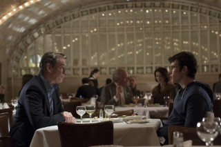 Pierce Brosnan en Callum Turner in The Only Living Boy in New York