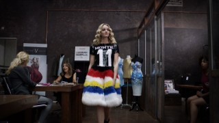 Pip Pellens in Fashion Chicks