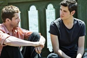 Plaire, aimer et courir vite: Pierre Deladonchamps (Jacques Tondelli) en Vincent Lacoste (Arthur Prigent)
