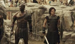 Pompeii: Adewale Akinnuoye-Agbaje (Atticus) en Kit Harington (Milo)